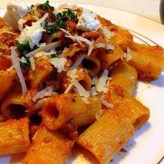 適当な料理 - 101件のもぐもぐ - お土産のリガトーニをトマトソースで by sasachanko