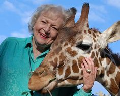 Do you remember that time Betty White met a giraffe? Here is a when Betty White went to the Sacramento Zoo to visit the wonderful giraffes. Glad to see she loves giraffes as much as we do! Betty White, Sacramento Zoo, Cute Small Animals, Adorable Animals, All Gods Creatures, Golden Girls, Disney Love, Make Me Smile, My Idol