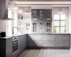 Køkkendesign til det moderne liv: Find dine nye køkkenmøbler Bodbyn Kitchen Grey, Grey Kitchens, Ikea Kitchen, Rustic Kitchen, Home Kitchens, Kitchen Decor, Kitchen Design, Grey Interior Design, Restaurant Interior Design