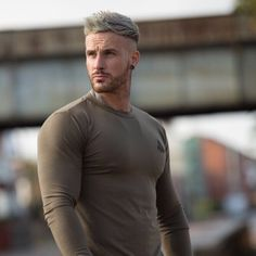 Hair Men Style, Gents Hair Style, Faux Hawk Hairstyles, Cool Hairstyles, Fohawk Haircut, Platinum Hair, Male Physique, Stylish Men, Mens Fitness
