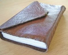 Step-by-Step Instructions for a Classic Leather Notebook diy idea