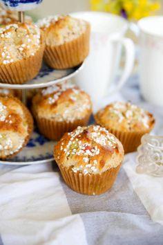 Rabarberbullar i all Hast! Baking Recipes, Dessert Recipes, Healthy Recepies, Swedish Recipes, Fika, Vegan Baking, Mini Cupcakes, Cravings, Bakery