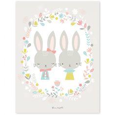 Le poster enfant lapins Sweet Bunnies by Flora Waycott pour Lilipinso complète la décoration d'une chambre d'enfant en apportant des couleurs et des motifs tendres.