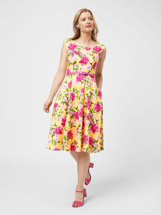 Crazy Dresses, Dresses For Sale, Summer Dresses, Summer Outfit, Floral Fashion, Fashion Dresses, Different Dress Styles, Current Fashion Trends, Review Dresses