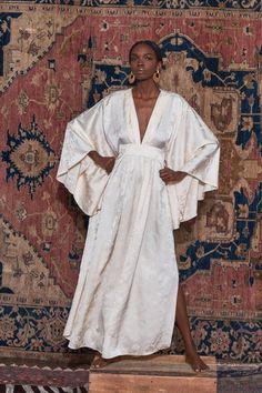 Johanna Ortiz Pre-Fall 2019 Fashion Show Johanna Ortiz Pre-Fall 2019 Collection – Vogue Fashion Moda, Diy Fashion, Trendy Fashion, Ideias Fashion, Fashion Outfits, Womens Fashion, Fashion Tips, Fashion Design, Fashion Trends