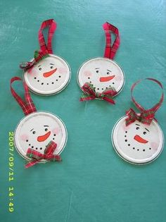 Juice Lid Snowmen Photo: This Photo was uploaded by pstarkoski., DIY and Crafts, Juice Lid Snowmen Photo: This Photo was uploaded by pstarkoski. Find other Juice Lid Snowmen pictures and photos or upload your own with Photobucket f. Christmas Ornament Crafts, Snowman Crafts, Christmas Crafts For Kids, Christmas Projects, Handmade Christmas, Christmas Fun, Holiday Crafts, Christmas Decorations, Snowman Ornaments