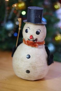 ~COTTON SPUN ~ SNOWMAN IN TOP HAT 6 INCHES ~OLD VINTAGE MADE ~USED CONDITION ~ Modern Christmas Ornaments, 6 Inches, Spinning, Snowman, Conditioner, Holiday Decor, Hats, Cotton, Top