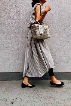 striped dress Fashion Now, Fashion 2018, Skirt Fashion, Hijab Fashion, Fashion Outfits, Womens Fashion, Japanese Fashion, Minimalist Fashion, Casual Chic