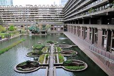 Approfondimenti sulla genesi del complesso sono forniti anche dall'esibizione che attualmente, e sino al 22 Marzo 2015, si disloca nei foyers, The Barbican ...