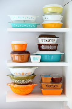 i wish when i opened my cabinets i saw this! I love vintage dishes and bakewear.