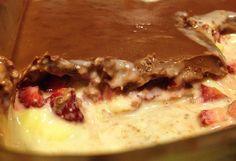 Sobremesa Deliciosa com chocolate, morango, leite condensado e creme de leite. Receita fácil, prática e rápida.