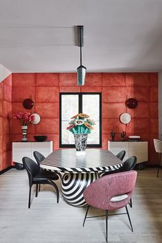 Interiors and inspiration for Living Coral: Pantone's Colour of the Year French Furniture, Cool Furniture, Furniture Design, Furniture Stores, Furniture Removal, Vogue Living, Decorating Your Home, Interior Decorating, Decorating Blogs