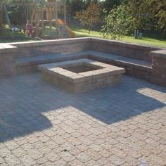 Cool DIY & Backyard Fire Pit Ideas with Comfy Seating Area Design Fire Pit Seating, Fire Pit Backyard, Backyard Patio, Diy Patio, Patio Bench, Seating Areas, Paver Fire Pit, Wedding Backyard, Stone Fire Pits