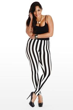 32 Feasible Women Outfit in Vertical Stripe Pattern to Give Slimmer Impression - Femalinea Trendy Plus Size Clothing, Plus Size Outfits, Plus Size Fashion, Vertical Striped Shirt, Plus Size Yoga, Yoga Pants With Pockets, Thick Girl Fashion, Plus Size Kleidung, Plus Size Leggings