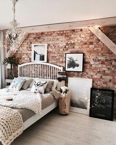 Cozy Dreams! In diesem Schlafzimmer Traum würden wir am liebsten den ganzen Winter verbringen und uns in das kuschelige Handgefertigtes Woll-Plaid Super Chunky kuscheln. Flauschig perfekt! //Schlafzimmer Bett Plaid Decke Chunky Weiss Grau Kissen Nachttisch Lichterkette Bilder Kissen#Schlafzimmer#Bett#Einrichten#Deko#Ideen#SchlafzimmerIdeen #GuteNacht@hakauuka