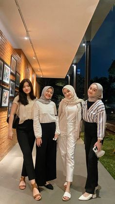 Casual Hijab Outfit, Ootd Hijab, Girl Hijab, Casual Outfits, Fashion Outfits, Hijab Fashionista, Best Friend Photos, Girl Photography Poses, Clothes For Women