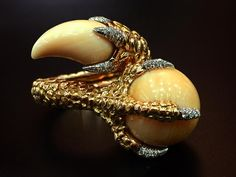 """125 Me gusta, 2 comentarios - Heritage Auctions Jewelry (@hajewelry) en Instagram: """"This Melo Pearl and diamond ring has us channeling our inner Mother of Dragons. Follow the link…"""""""