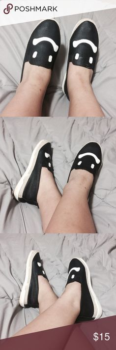 Black and white smiley face shoes Perfect condition • no noticeable wear it tears • worn 1-2 times • Offers welcome • I trade! Shoes Espadrilles