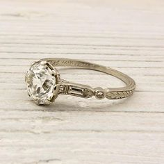 Yet another gorgeous desirable vinage engagement ring I would be thrilled to have on my finger haha :)