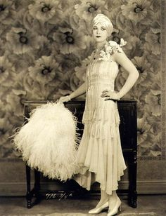1920s 20s entire look hesd to toe hair make up drop hem dress fur