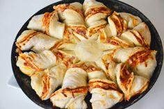 Pizza Sonne Rezept / DIY Pizza selber backen / Pizza Blume / Rezept auf meinem Blog www.amotherslove.de
