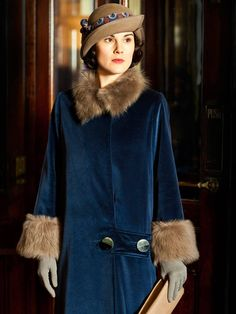 Downton Abbey series 5 - A person has to feel like a million bucks when wearing this coat!