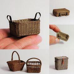 miniature square baskets . . 新しい機械の購入をきっかけに、先日から作業部屋の大掃除&模様替えに取り組んでいます 本当はここまでするつもりではなかったのだけど、 置き場所の確保→整理→断捨離→掃除… と、どんどん大掛かりになってしまいました この部屋は年末の大掃除を省いたのだけど、ちゃんとツケが回ってくるようです . . #miniature #baskets #handmade #ミニチュア #かご #ハンドメイド #ワークショップ