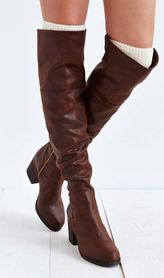 brown tall boots http://rstyle.me/n/pycwapdpe
