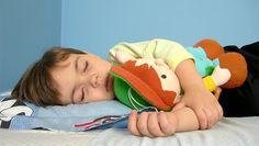 Les troubles du sommeil sont très fréquents chez les enfants porteurs de handicap. Ils entraînent souvent des difficultés au sein des familles, pour l'enfant lui-même, mais aussi pour les parents et même pour la fratrie. Voici quelques recommandations pour l'aider à mieux dormir, extraites du guide «Troubles du sommeil et Handicap », publié par le …