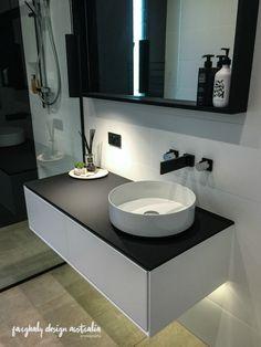 bathroom by Sarah Waller Architecture & Design  photography by farghaly_design_australia (insta) #bathroomdesign #sunshinecoastphotographer #interiordesign #styling #doonanglasshouse