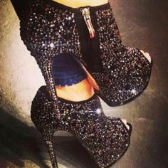 #Sexy sparkly heels. Great for New Years Eve www.JuntosLubrica...