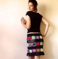 Fuente: https://www.etsy.com/listing/102785811/womens-skirt-black-with-multicolor?ref=related-0