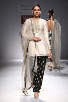 Panisha's New Latest Indian Pakistani Designer Anarkali Stone and Black Patia Indian Wedding Outfits, Pakistani Outfits, Indian Outfits, Indian Clothes, Wedding Dress, Bridal Dresses Online, Gowns Online, Punjabi Dress Design, Punjabi Wedding Suit