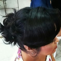 Sobre as produções de hoje ~  #flaviayukiehairstylist #cabelocurtopreso #hairstyle #hairstylist #penteadodivo #penteado #penteadosmodernos #bastidores #madrinhas #makingof #atendimentovip #pousoalegre #suldeminas #amomeutrabalho