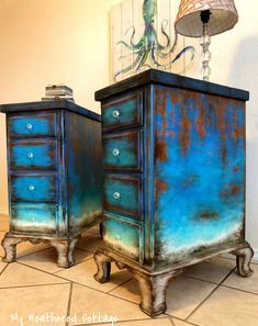 LOVE this stain/paint combo and weathered look! LOVE this stain/paint combo and weathered look! The post LOVE this stain/paint combo and weathered look! appeared first on Garden ideas - Upcycled Home Decor Rustic Painted Furniture, Funky Furniture, Refurbished Furniture, Paint Furniture, Upcycled Furniture, Furniture Projects, Furniture Makeover, Furniture Design, Dresser Furniture
