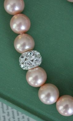 pink pearl necklace.. so classic!