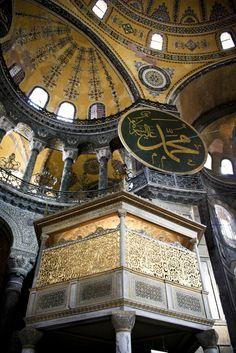 Hagia Sophia Dome http://www.farhorizons.com/trips/europe/turkishtreasures/TurkishTreasures.php