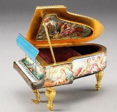 Viena Enamel Miniature ( Austria) — Piano form Musical Etui (600x579)