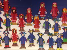 Kuvis ja askartelu - www.opeope.fi. Tässä on varmaankin tehty kirjontatyötä, joka on yhdistetty saamelaisiin ja ehkä myös YK:n päivään... Little Ones, Ronald Mcdonald, Folk, Projects To Try, Textiles, Embroidery, Winter, Crafts, Finland