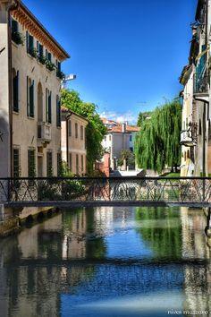 Treviso, Buranelli #treviso #veneto #venetoplacetobe #river #bridge #landscape #town #base_due