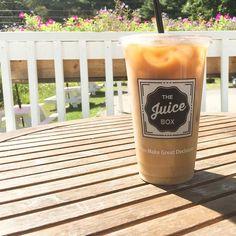 Summer is in full swing @thejuiceboxnh!✌️ @summersessionsnh #youmakegreatdecisions #juicebox #summerafternoons #seacoast #nhseacoast #coastal #coastalliving #northhamptonnh #summersessionsnh #nh #newhampshire #eastcoast #newengland #summer