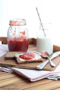 Erdbeer-Rhabarber-Marmelade mit einem Hauch Vanille