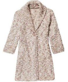 Olá pessoal, boa tarde!  Aprenda com o passo a passo a fazer esse lindo casaco de tricô para o inverno!       TAMANHO: 44   Material nece...