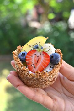 Vegan Granola Cups (Gluten Free) | http://www.radiantrachels.com/vegan-granola-cups/