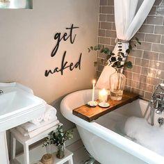 Bathroom decoration ideas #walldecor Fürdőszobai dekorációs ötletek - Hungarian website www.decoraline.hu Bathroom Inspo, Master Bathroom, Organic Modern, Metal Letters, Bath Caddy, Metal Wall Art, Wall Signs, Sweet Home, New Homes