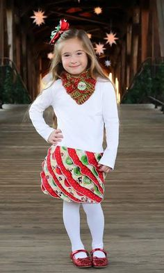 Ashley made this adorable Christmas dress with the FLUFFY RUFFLE pattern!