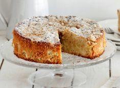 Μηλόπιτα αφράτη, πεντανόστιμη και μοσχοβολιστή με γλυκά μήλα και αμύγδαλα ! Απολαύστε την με μια κούπα αχνιστό καφέ και μια κούπα ζεστό γάλα για τα παιδιά. Θα γίνει η αγαπημένη σας. Vanilla Cake, Banana Bread, Desserts, Recipes, Food, Thermomix, Tailgate Desserts, Deserts, Recipies