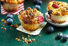 Hrnkové muffiny s lesním ovocem a ořechovou drobenkou - Recepty.cz - On-line kuchařka Cupcakes, Breakfast, Food, Morning Coffee, Cupcake Cakes, Essen, Meals, Yemek, Cup Cakes