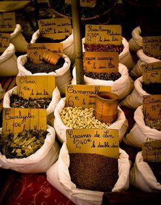 Cahors, Midi-Pyrénées, Herbs at market. Tarn et Garonne.