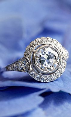 Unique vintage and antique engagement rings and new, stylish diamond ring designs by Brilliant Earth. Bijoux Art Deco, Bijoux Diy, Jewelry Rings, Jewelry Accessories, Jewlery, Gold Jewelry, Jewelry Design, Antique Jewelry, Vintage Jewelry